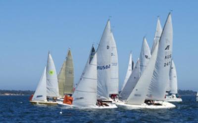 The Lemon stars in Opening Weekend Commodore's Trophy race start