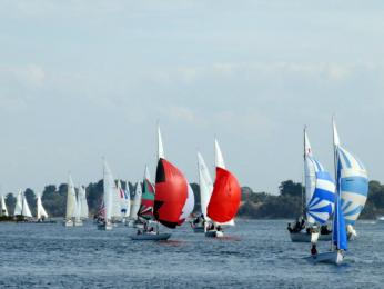 Taj and Oscar lead the entire Div 2 fleet down the straits this Easter Sunday!